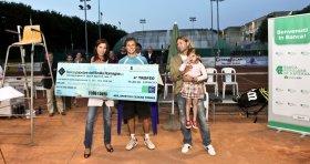 Il vincitore Radu Albot premiato pochi minuti fa a Cesena - Foto Filippo Venturi