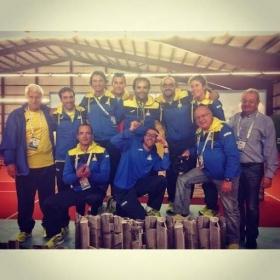 La delegazione andorrana festeggia l'oro di Laurent Recouderc (quinto in piedi da sinistra). Credit: bondia.ad
