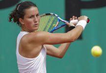 Lara Arruabarrena non sta bene mentre gioca a tennis