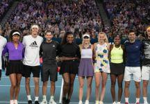 Gli assi della racchetta in sostegno dell'Australia. Si rivede in campo Federer. Raccolti ben 3,5 milioni di dollari (Video Completo)