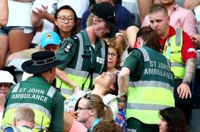 Attimi di tensione durante il match tra Tomic e Istomin all'Australian Open