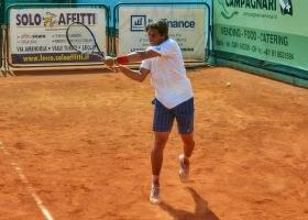 Filippo Baldi, vincitore del Trofeo dell'Avvenire 2012, ha superato le qualificazioni a Lecco vincendo al terzo set contro Giovanni Fonio (foto Locatelli)