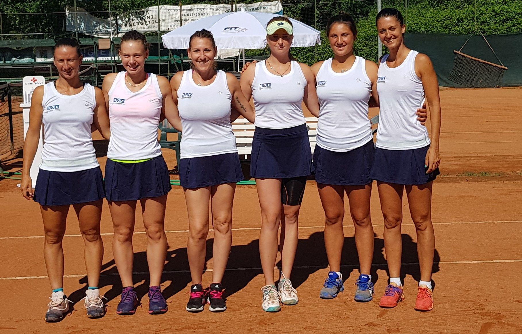 In foto da sx Federica Di Sarra, Maria Canavese, la capitana Cristina Coletto, Maria Marfutina, Federica Rossi, Giulia Gatto Monticone