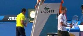 Tomas Berdych si rifiuta di stringere la mano a Nicolas Almagro