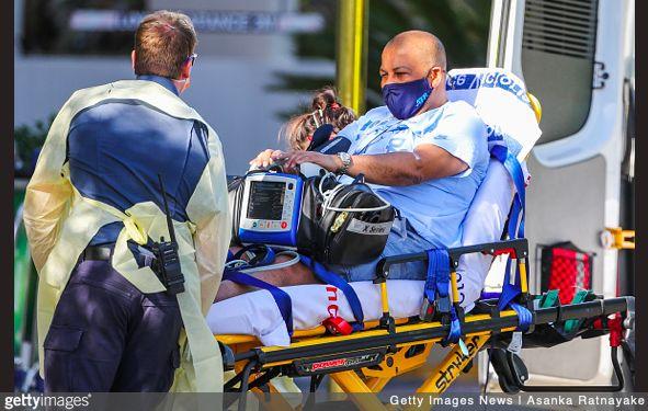 Carlos Bernardes trasportato via dall'hotel a Melbourne - Getty Asanka Ratnayake