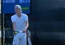 Gijs Brouwer commette quattro doppi falli consecutivi e regala il break all'avversario (VIDEO)