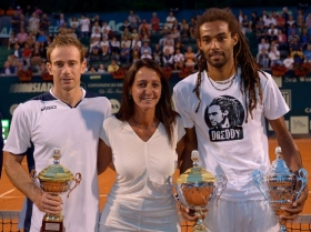 I due finalisti del torneo con Fernanda Messina Pres. Associazione My Tennis