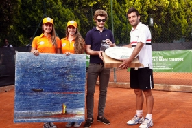 La premiazione: a destra il vincitore Enrico Burzi - (foto Segni D'Interpunzione)