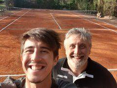 Emergenza Coronavirus: Arthur Reymond senza campo da tennis ne costruisce uno nel suo giardino
