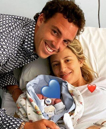 Marco Cecchinato con la moglie ed il figlio nella foto