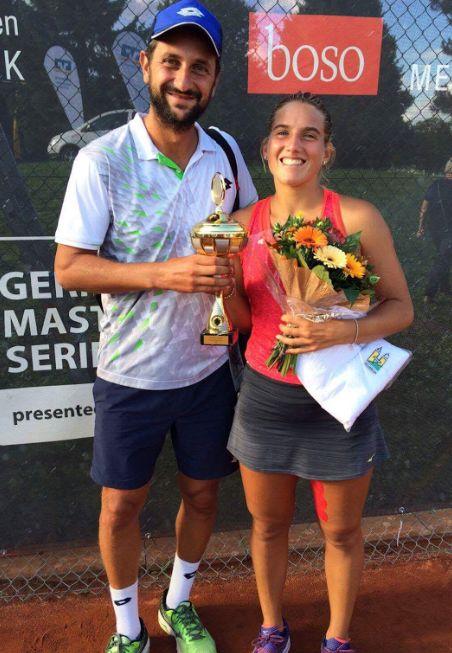 Deborah Chiesa alla premiazione insieme al coach Alessandro Piccari