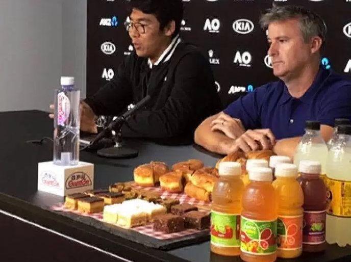 Da Melbourne: Hyeon Chung porta in sala stampa dolci e bevande