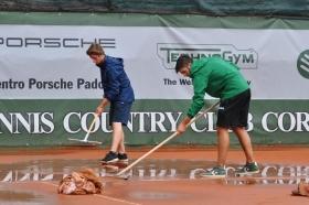 Domenica di pioggia su Cortina d'Ampezzo, giornata annullata e partite rinviate al lunedì con 2° e 3° turno di qualificazioni