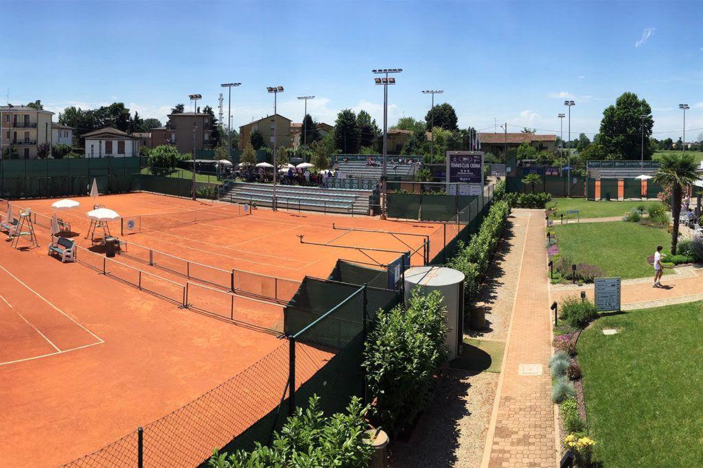 Una panoramica di alcuni dei campi del Tennis Club Crema. È già pronto un progetto per un ulteriore ampliamento della struttura