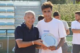 Juan Martin Jalif, argentino classe 1999, premiato dall'assessore allo sport del comune di Crema Walter Della Frera