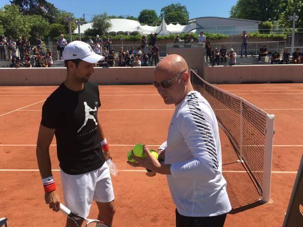 Novak Djokovic si allena con Andre Agassi