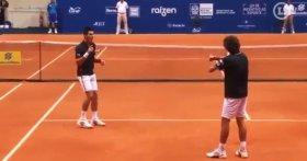 Divertente imitazione di Novak Djokovic