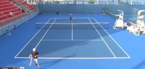 Video del Giorno: Un tennista vince 60 60 senza concedere nemmeno un punto non in una partita amatoriale ma in un torneo ITF