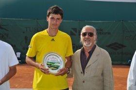 l vincitore Maxim Dubarenco con il presidente del TC Santa Croce Franco Riccioni