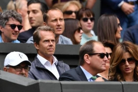 Stefan Edberg nell'angolo di Roger Federer ma non sarà più il suo coach