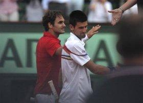 Roger Federer e Novak Djokovic al termine di quell'epico incontro