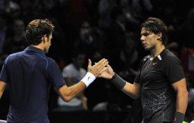 Stretta di mano tra Roger Federer e Rafael Nadal