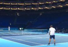 """Video del Giorno: Roger Federer mette a segno un colpo vincente con la """"SABR"""""""