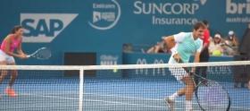 """Roger Federer con una """"mini racchetta"""" al Kids Tennis Day"""