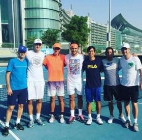 Roger Federer si allena a Dubai con il giovane Ernesto Escobedo