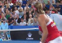 Video del Giorno: Belinda Bencic colpisce involontariamente Roger Federer