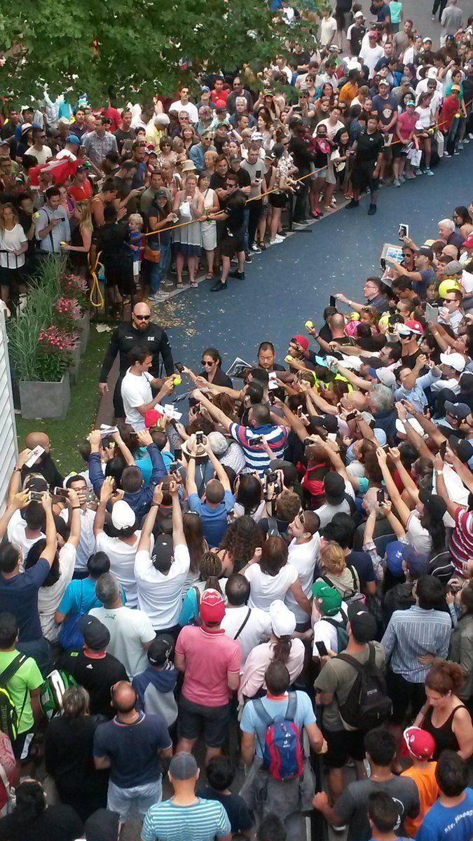 Sei mila persone presenti all'allenamento di Roger Federer (Video)