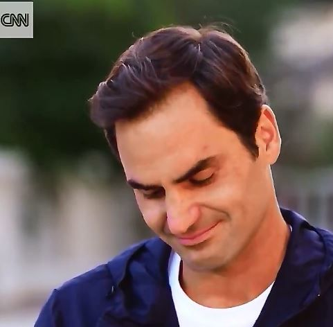 Tennis, Federer intervistato dalla Cnn ricorda l'ex coach e scoppia in lacrime