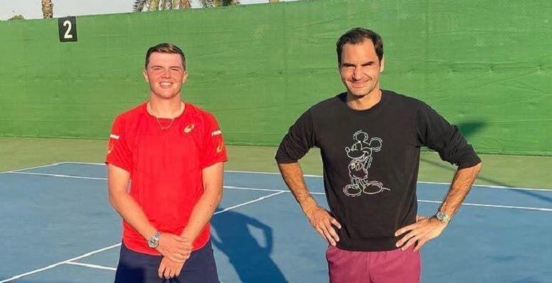 Roger Federer nella foto con Dominic Stricker