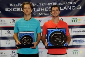 A sinistra, il finalista francese Hugo Grenier; a destra, il vincitore Antal Van Der Duim, al 12° titolo Itf in carriera. - (foto Francesco Panunzio)