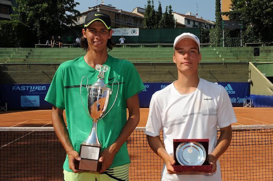 La premiazione del torneo maschile: da sinistra, il vincitore Alexei Popyrin e il finalista Marko Miladinovic - Foto Francesco Panunzio