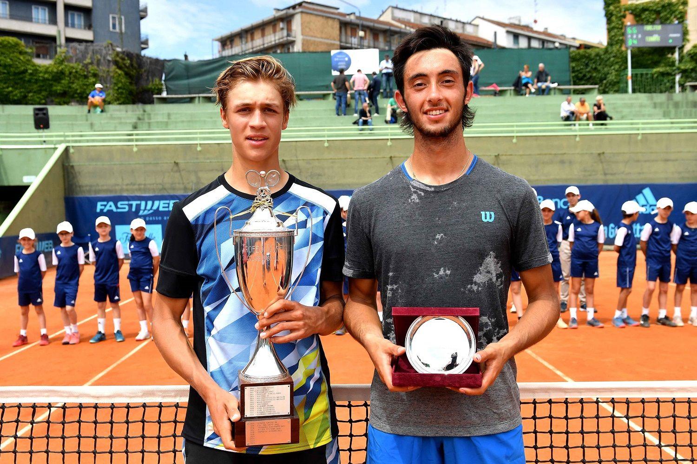 La premiazione del 60° Trofeo Bonfiglio con il vincitore Jonas Forejtek (a sinistra) e il finalista Thiago Tirante - Foto Francesco Panunzio