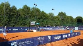 Nella foto (viene ritratto un momento del match tra Gaio e Petrovic).