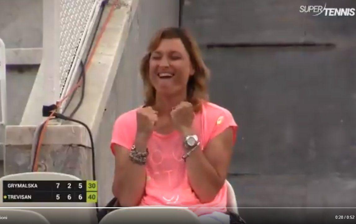 L'esultanza del capitano di Fed Cup Tathiana Garbin