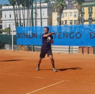 Lorenzo Giustino nella foto in azione sui campi di Napoli