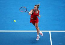Australian Open: Sarà una finale inedita. Simona Halep, che ha salvato due match point ad Angelique Kerber sfiderà in finale Caroline Wozniacki. Per entrambe sarà in caso di vittoria il primo successo in carriera in un Major (Video)