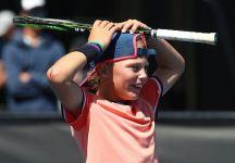 Uno Hewitt si avvicina al tennis