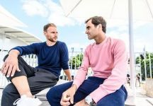 ATP Stoccarda: Roger Federer premiato dal calciatore bianconero Howedes