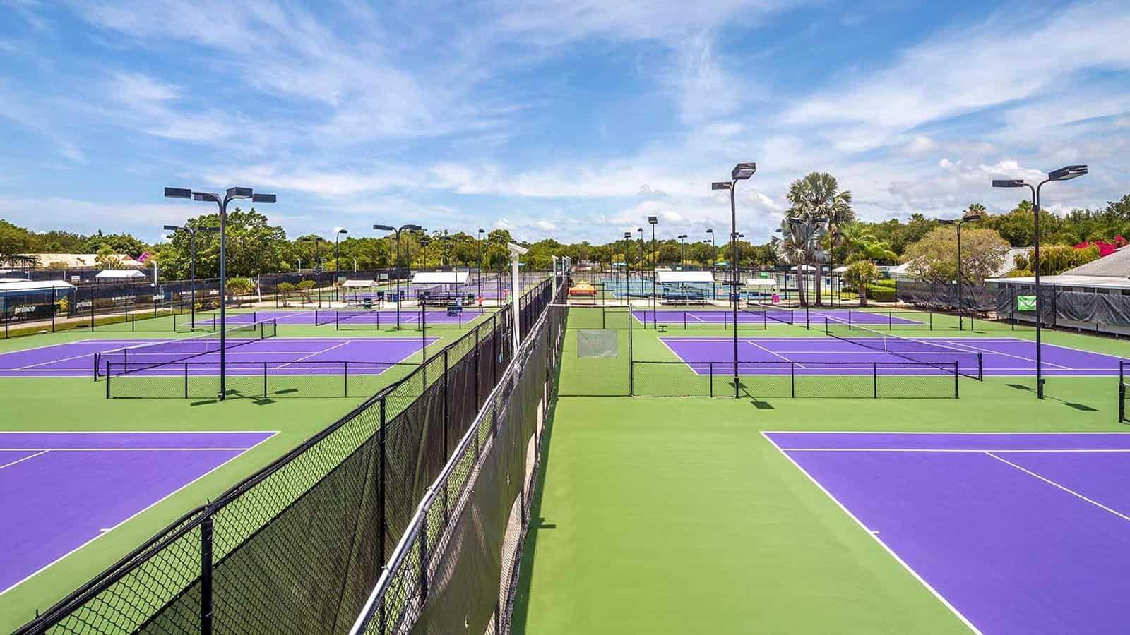 inizieranno domenica 9 giugno, presso la IMG Academy di Badenton, le finali mondiali del Discovery Open, il circuito di tennis giovanile creato dallo storico coach Nick Bollettieri.
