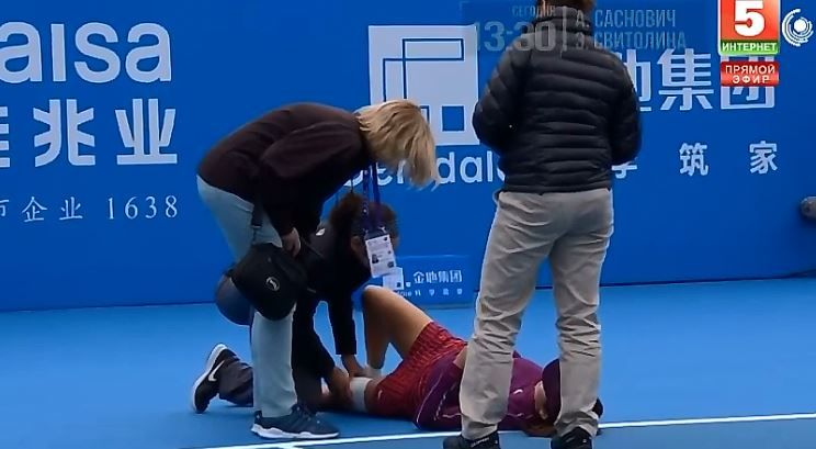 """Video del Giorno: Maria Sharapova consola la sua avversaria dopo un brutto infortunio """""""