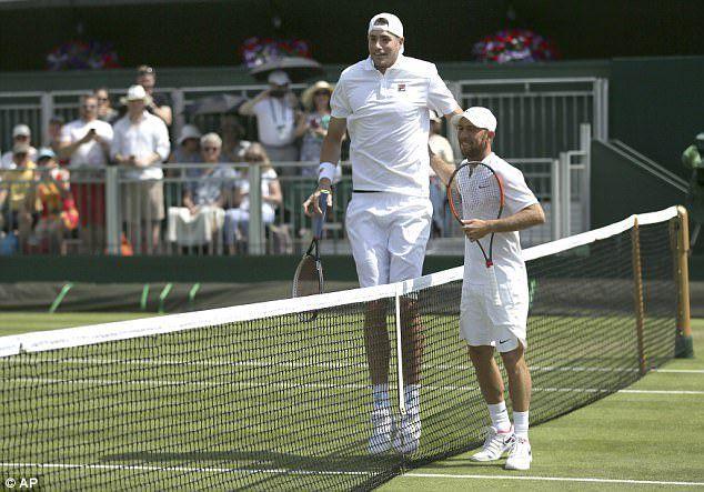 John Isner e Dudi Sela quest'oggi a Wimbledon