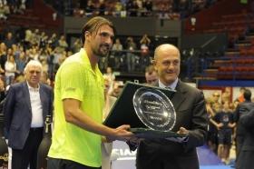 """Il croato si aggiudica La Grande Sfida nel giorno in cui il """"suo"""" Marin Cilic si qualifica al Masters. Battuto in finale Ivan Lendl. Terzo posto per John McEnroe. Ancora una volta, grande successo di pubblico."""