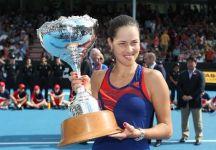 Ana Ivanovic dopo due anni ritorna a vincere un torneo del circuito WTA. Ad Auckland la serba batte in finale Venus Williams. A Shenzhen successo di Na Li