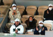 La moglie di Djokovic chiarisce la polemica sulla mancata mascherina nel box di Novak Djokovic