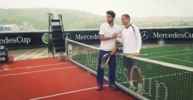 <strong>Feliciano Lopez e Mikhail Youznhy</strong> sono stati i due giocatori scelti dagli organizzatori del torneo di Stoccarda, torneo disputato la scorsa settimana, per simulare il passaggio dal rosso della terra battuta, al verde dell'erba