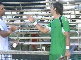 Stretta di mano tra Lorenzi e Navarro